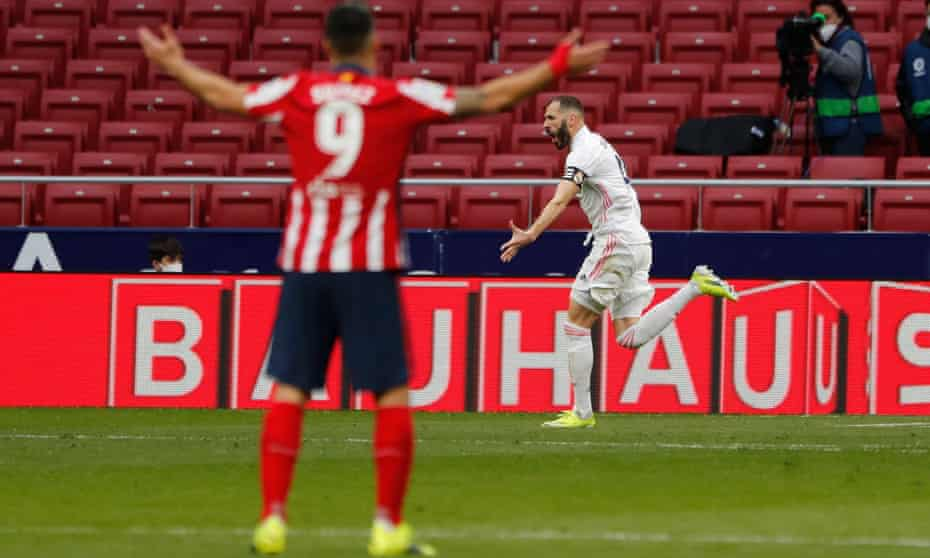 Real Madrid's Karim Benzema celebrates as Luis Suárez reacts in the foreground.