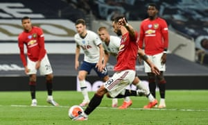 Bruno Fernandes fires in the penalty.