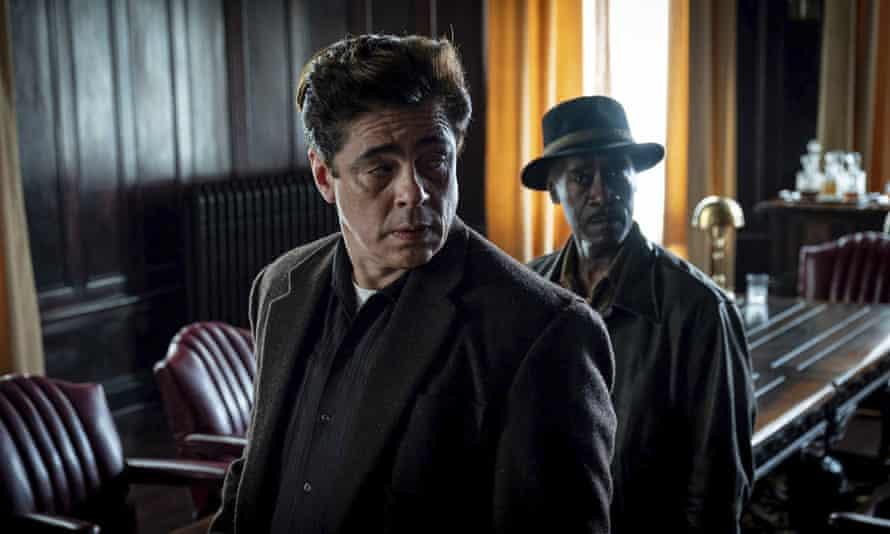 Benicio del Toro and Don Cheadle in No Sudden Move.