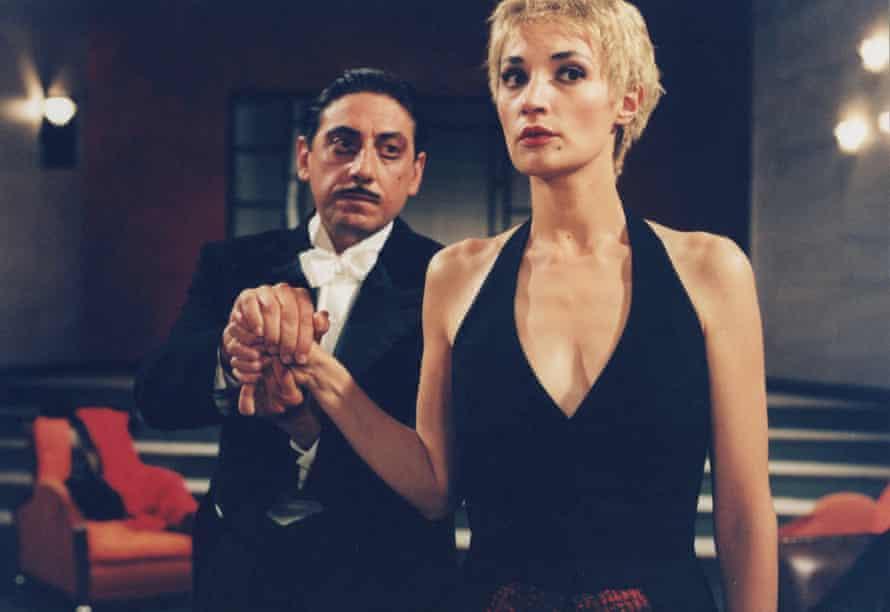 سرجیو کاستلیتو و ژان بالیبار در حال اجرای نمایش پیراندلو در اثر واوویر ریوت ، 2001.
