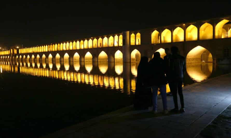 Si-o-Se-Pol Bridge (33 Arches bridge) over the Zayanderud river in Isfahan.