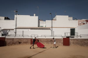 A lesson in bullfighting