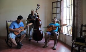 Don Rafael (on double bass) and his workers lay on a concert in Tlacotalpan.