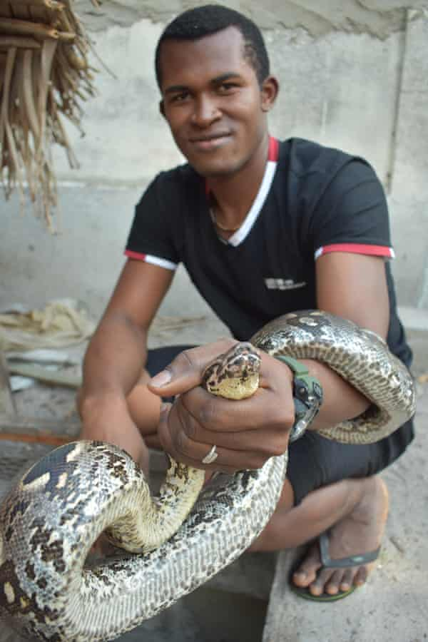 Mobylettewith his pet snake
