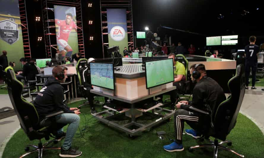 FIFA Ultimate Team players compete