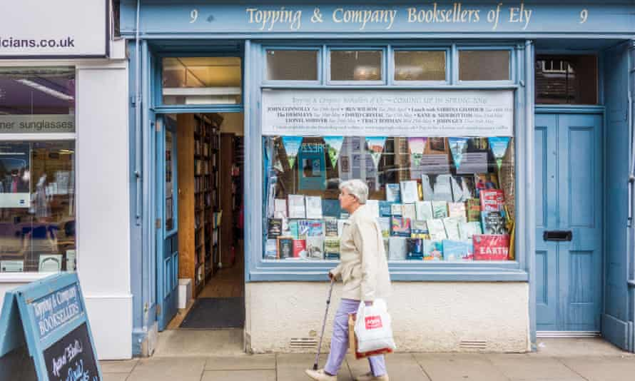 Topping and Company traditional booksellers in the High Street, ElyG1XGJB Topping and Company traditional booksellers in the High Street, Ely
