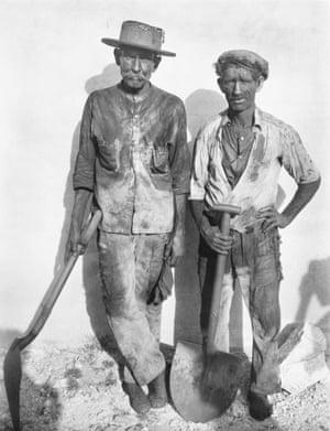 Walker Evans <br>Dock Workers, Havana, 1932