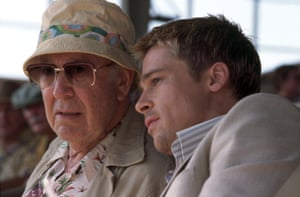 Carl Reiner with Brad Pitt in Ocean's Eleven, 2001.
