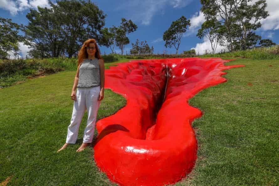 Juliana Notari with her sculpture Diva.