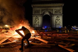 Material is added to the flames in front of the Arc de triomphe.