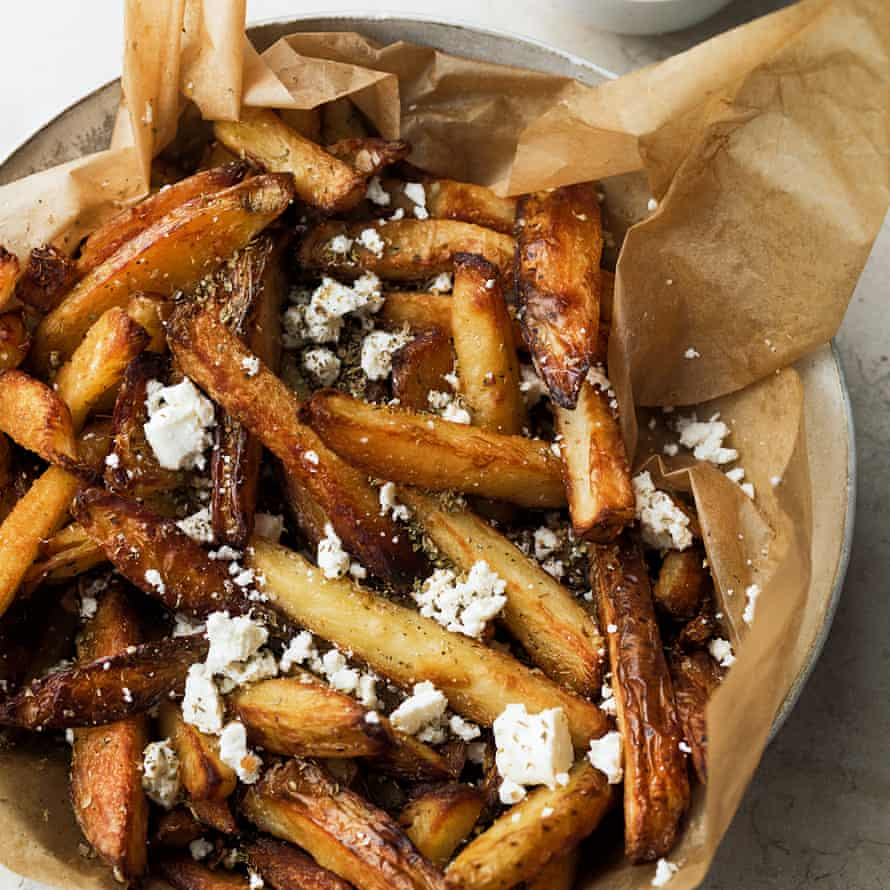 Oven chips with oregano and feta.