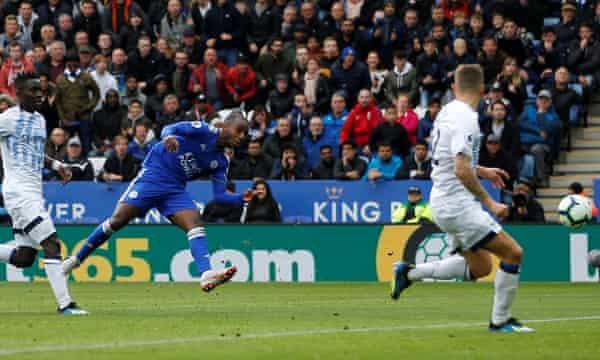 Ricardo Pereira equalises for Leicester.