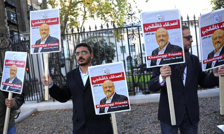 Outside the Saudi embassy in London, people protest against the killing of the journalist Jamal Khashoggi.