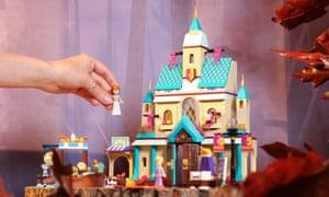 The new Frozen 2 Arendelle Castle toy.