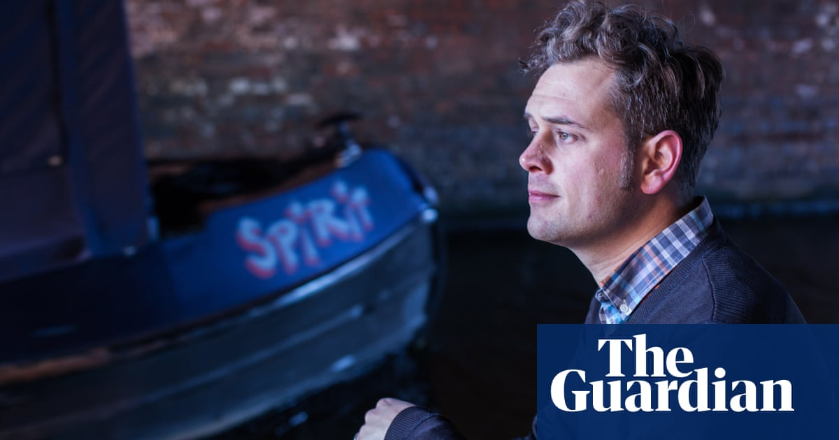 Luke Kennard wins Forward poetry prize for 'anarchic' response to Shakespeare