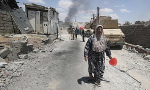 Iraqis flee from Mosul.