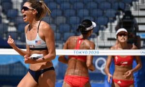 Alix Klineman celebrates a point in the women's beach volleyball