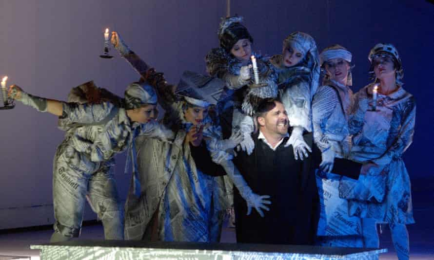 Scene from 2006 production of Erwin Schulhoff's Flammen (Flames).