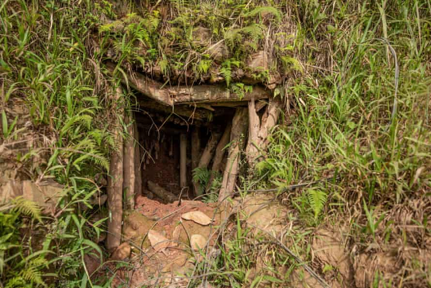 A collapsing entry to a mine shaft in Kamituga.
