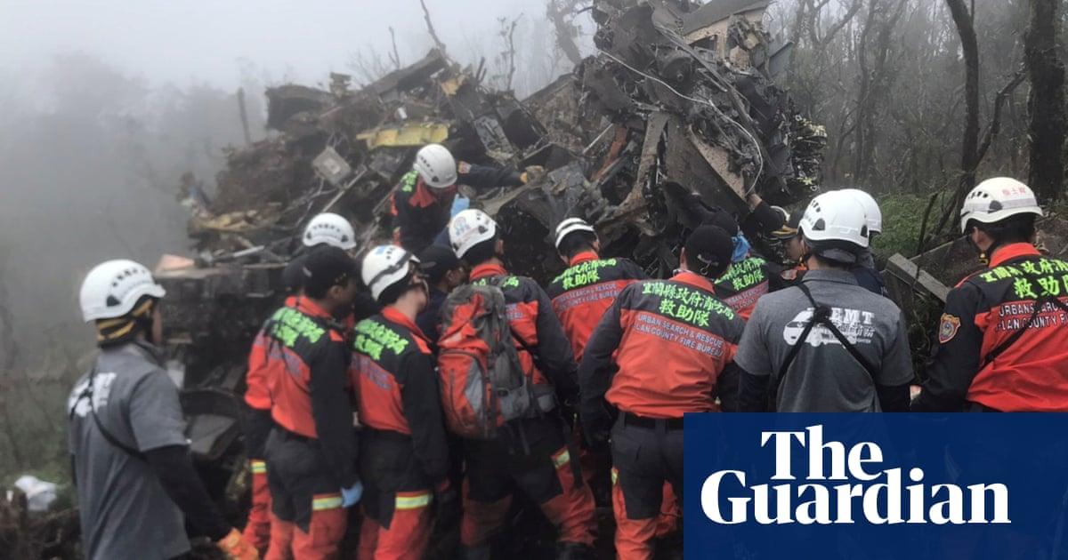 Taiwan military chief among eight killed in helicopter crash landing