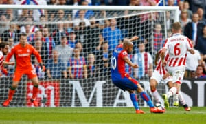 Andros Townsend scores for Crystal Palace