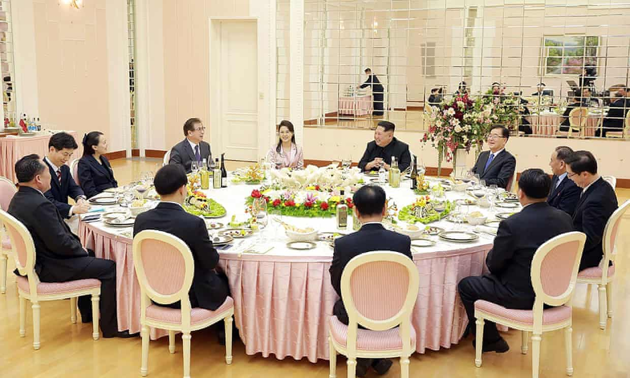 Kim Jong Un talking with South Korean delegation, who travelled as envoys of the South's President Moon Jae-in, during a dinner in Pyongyang.