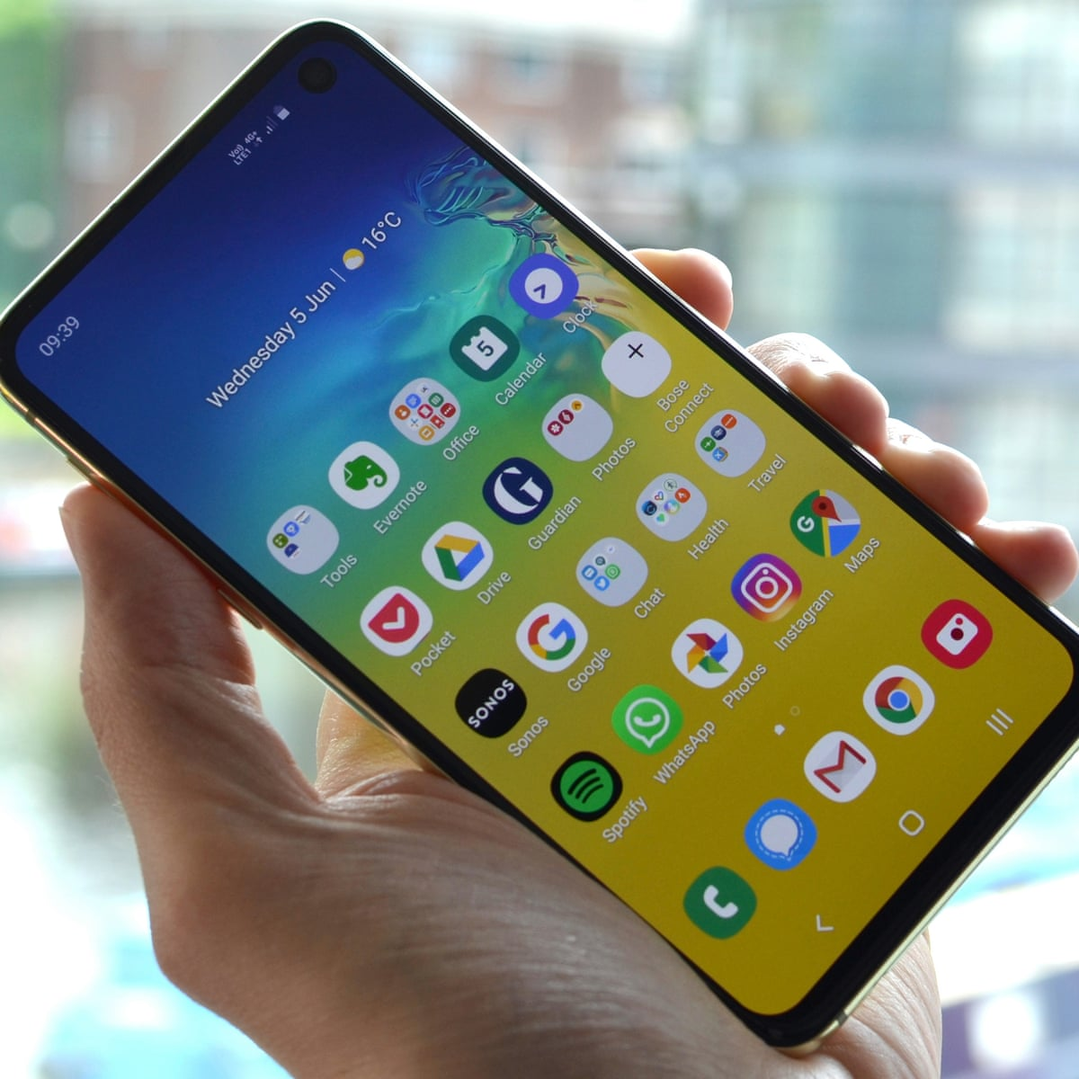 Samsung Galaxy S10e Review The Cheaper One Samsung The Guardian