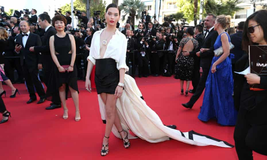 YouTube vlogger Amanda Steele on the red carpet at Cannes 2017 for the premiere of Okja.