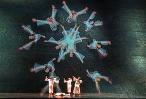 Kaleidoscopic transitions ... Tesseract.