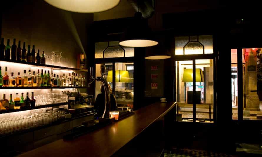 Candelabro bar, Porto, Portugal