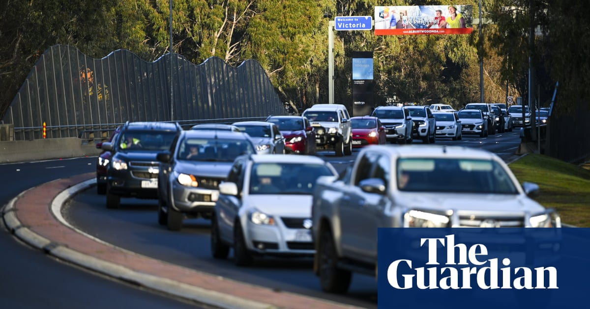 Canberra residents remain trapped on Victorian border after NSW