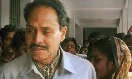 President Hussain Muhammad Ershad leaving court in Dhaka, Bangladesh, in 2000.