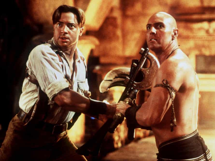 Brendan Fraser plays rakish American adventurer Rick O'Connell while Arnold Vosloo plays the titular Mummy.