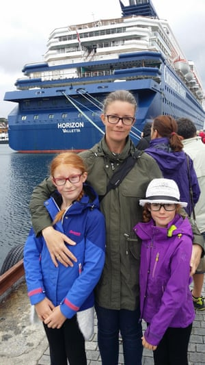 Merete Ross Keim with two of her daughters