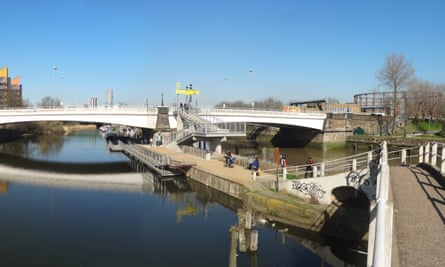 The Leaway: a ramp up from the towpath to Twelvetrees Bridge at Bow