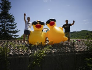 Stage 14: Spectators wait for the riders in Quillan