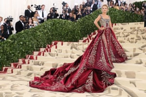 Blake Lively pulled out all the stops in a dramatic Versace gown, which is said to have taken 600 hours to make