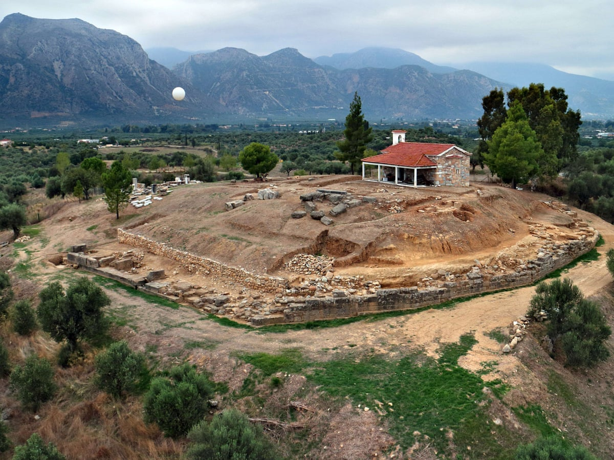 Ancient Greek Palace Unearthed Near Sparta Dates Back To 17th Century Bc Greece The Guardian
