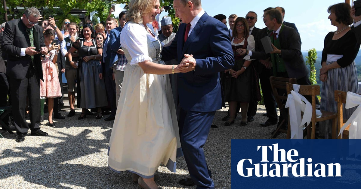 Ex-Austrian minister who danced with Putin at wedding lands Russian oil job