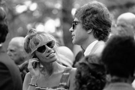 Carly Simon with Warren Beatty in 1984.