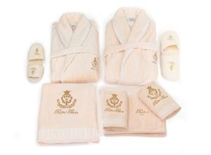 A set of Ritz bath linen