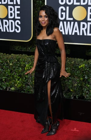 Actress Kerry Washington arrives on the red carpet in a sequinned gown.