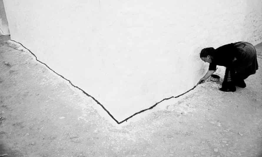 Ramón Masats' photograph of a woman marking the edge of her whitewashed walls in Tomelloso, taken in 1960, is the inspiration for the campaign's logo.