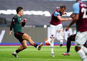 Andriy Yarmolenko of West Ham scores the equaliser.