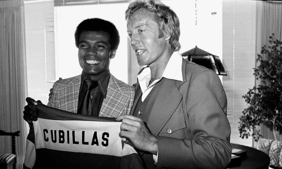Charismatic Fort Lauderdale Strikers coach Ron Newman welcomes Peru international Teófilo Cubillas to the club in 1979.