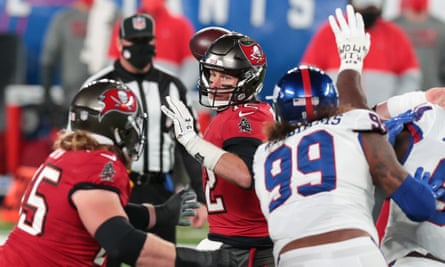 tom brady leaves things late as bucs rally past giants on monday night nfl the guardian tom brady leaves things late as bucs