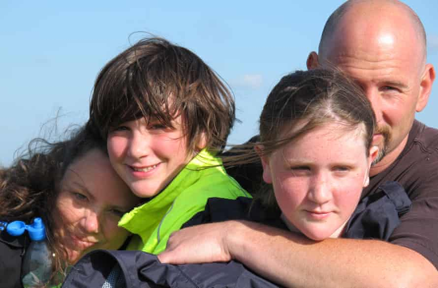 Thomas Harding with his wife, Debora, and children Kadian and Sam in 2011