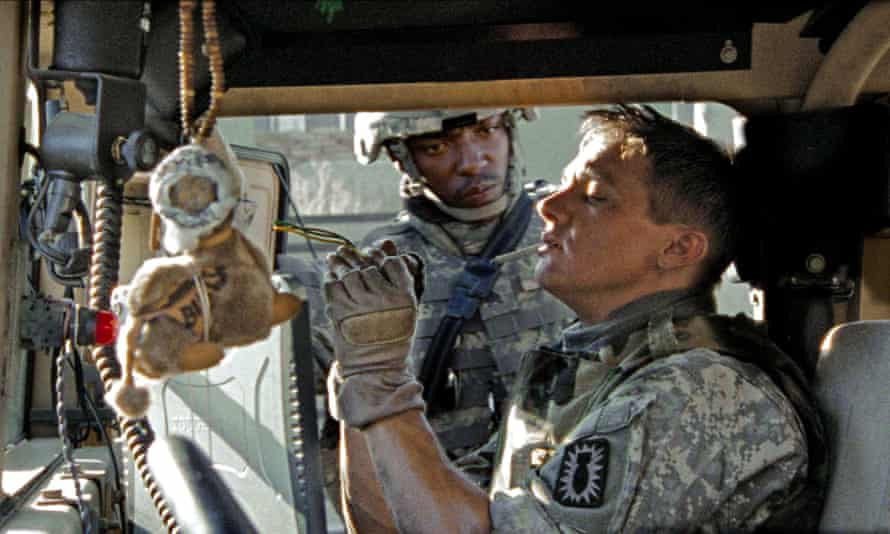 Anthony Mackie and Jeremy Renner in The Hurt Locker.