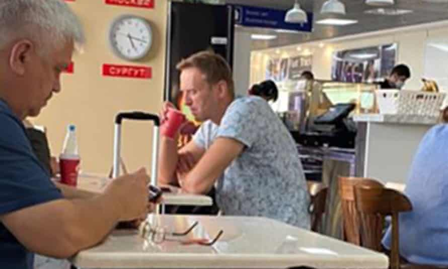 Navalny ordered a cup of tea at the airport in Tomsk: the only food or drink he had taken all day, according to his press secretary.