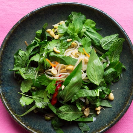 Noodle salad with sprouted beans and peanuts.